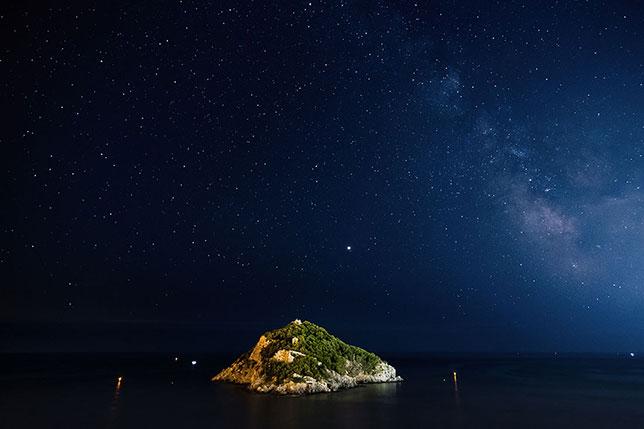 L'isola di Bergeggi e la Via Lattea