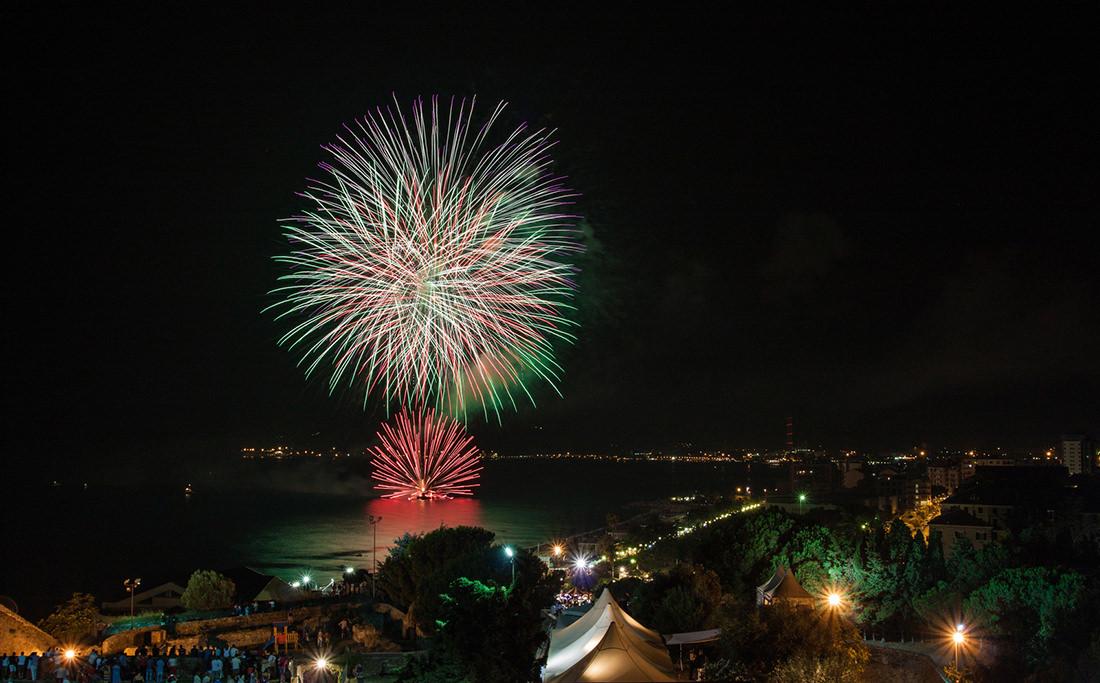 Fuochi d'artificio di Savona by Tiziano L. U. Caviglia