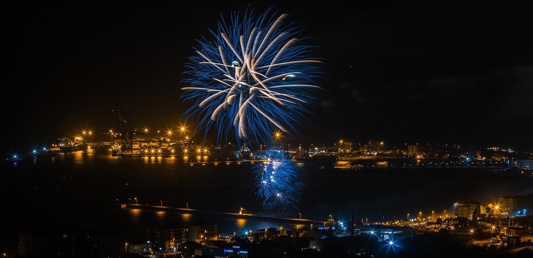 Fuochi d'artificio di Vado Ligure by Tiziano L. U. Caviglia